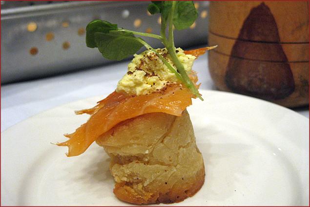 FID: Warm crumpet, smoked salmon, egg emulsion