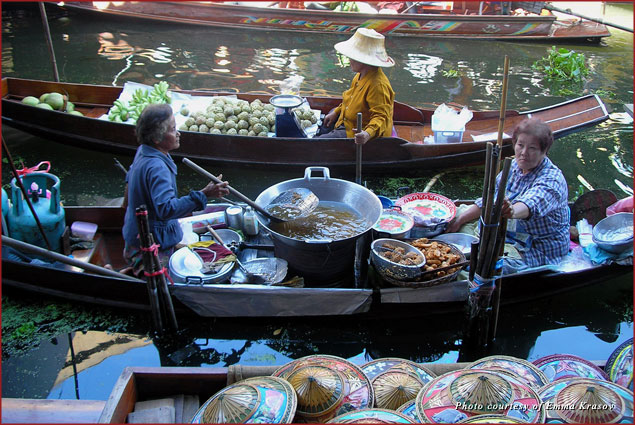 The Bang Noi floating market