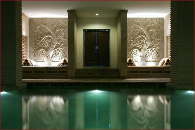 Pool at Hôtel de la Paix