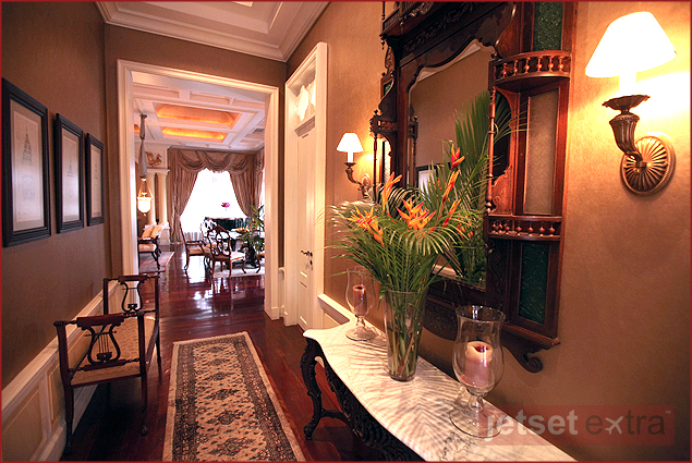 In the suites, the polished teakwood floors are decorated with Persian carpets
