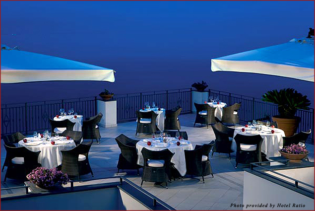Il Golfo's a la carte restaurant provides guests a breathtaking panorama in the morning and an elegant romantic candlelight atmosphere in the evening