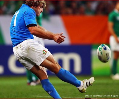 Mirco Bergamasco scores a penalty kick for Italy against Ireland in the Rugby World Cup pool phase