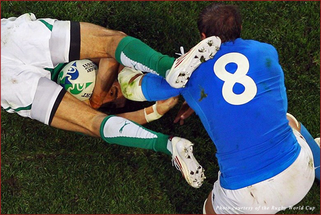 Ireland's Conor Murray is tackled by Italy's Sergio Parisse
