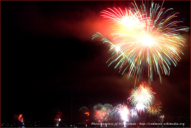 Chileans celebrate the New Year with fireworks in Valparaiso