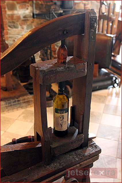 Wine-bottle-corking machine at Ca' Lunae
