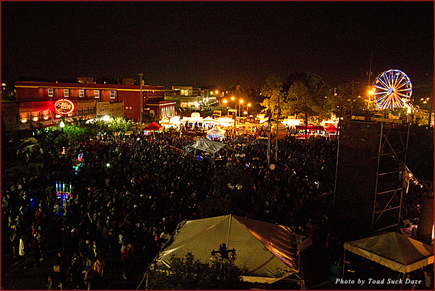 Toad Suck Daze lights up downtown Conway with its midway and crowds