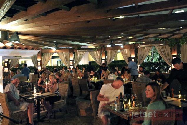 Bar Esquina at night