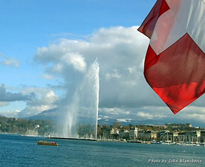 Jet d'Eau spreads it's influence over the lake in Geneva
