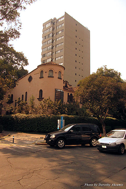 Architecture in Polanco is a combination of Mission Revival and high-rise