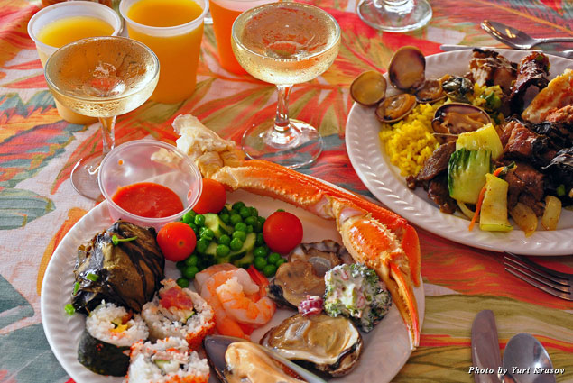 Sunday brunch at Kā'anapali Beach Hotel