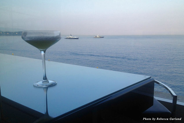 Cocktail and view of the Mediterranean Sea at Saphir 24
