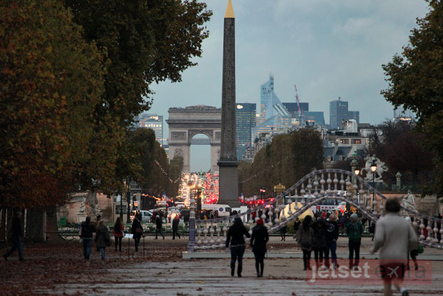 View of the Arc de Triomphe from the Tuileries Garden