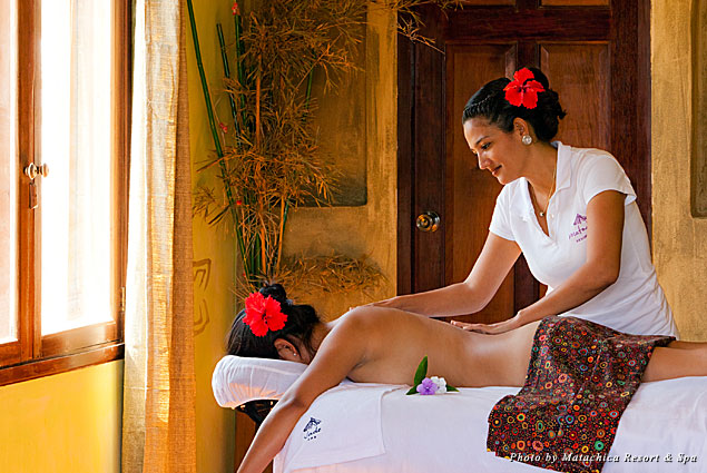 A one-hour aromatherapy massage at Matachica Resort & Spa is included in the Reef and Rainforest package