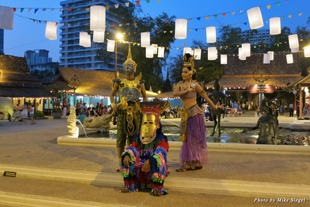 Costumed performers at Siam Niramit