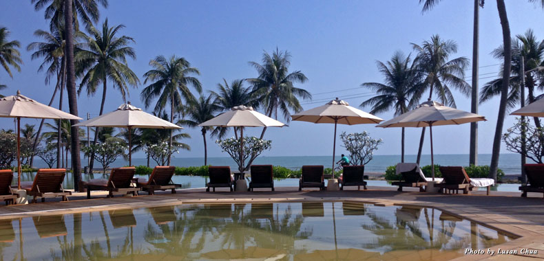 The infinity pool overlooking the ocean at the Evason Hua Hin