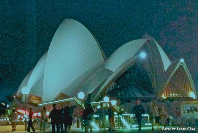 Night view of Sydney Opera House