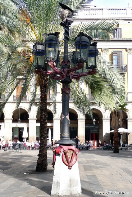 The colorful helmeted lampposts in Plaça Reial are functional, and they're Antoni Gaudí's first public works
