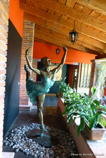 At the entrance to the museum, a temporary exhibit included a beautiful bronze ballet dancer