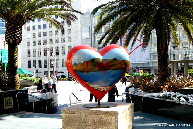 """The """"I love SF"""" heart statue in Union Square Park"""