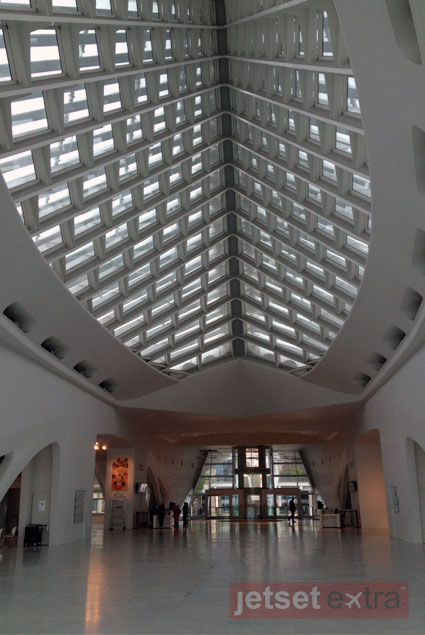 The interior of the Milwaukee Art Museum entrance