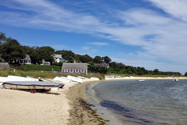 A quaint beach and dock in Vineyard Haven