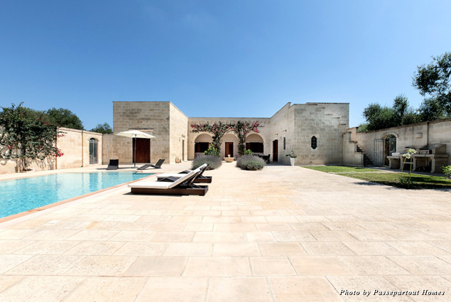 The pool and a view of our Masseria il Trullino villa
