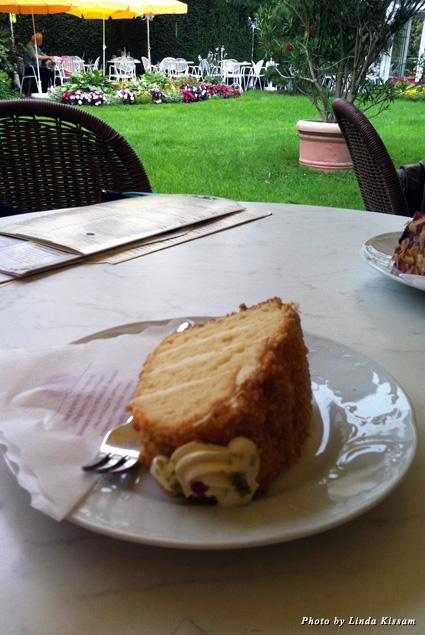 Café Schafheutle pastries in the outside garden