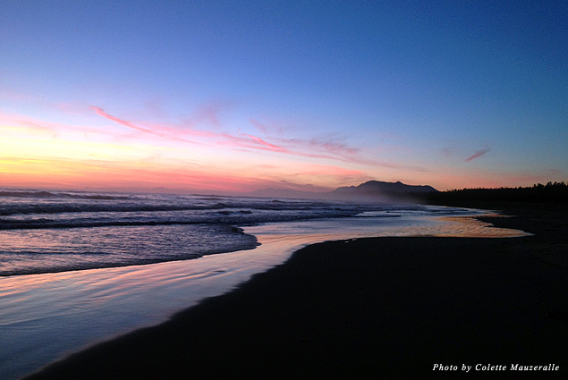 Locals often choose the beautiful Wickaninnish Beach as a place to watch the sun set