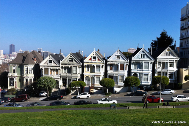Row of Painted Ladies on Steiner Street, across from Alamo Square
