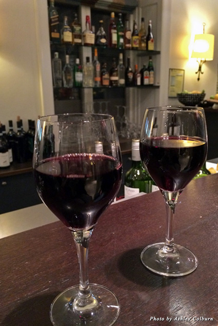 Two glasses of wine on a bar during Cozy Hour at Hotel Kong Arthur