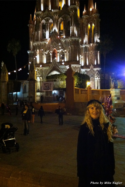 The lights on the Parroquia in the Jardin