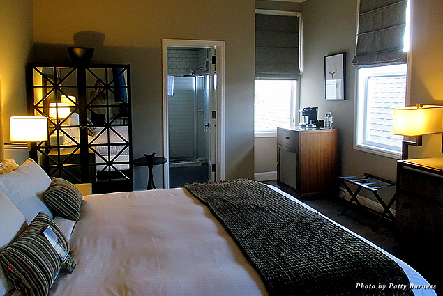 A guest room at the Wydown Hotel