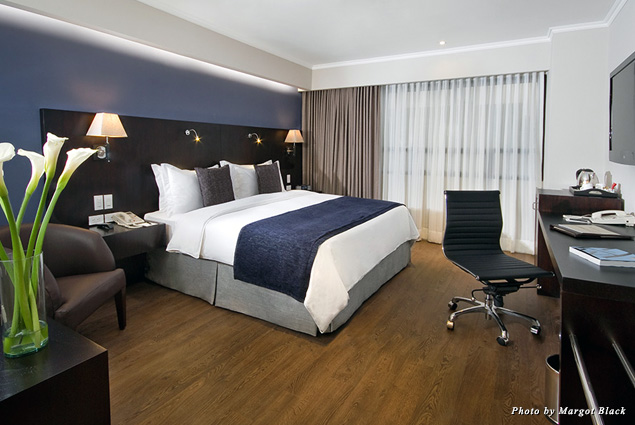 A guest room at the hotel Oro Verde