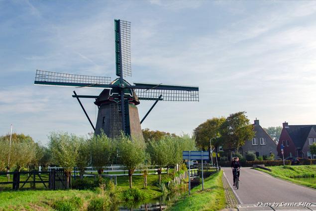 Historic windmill Moulen de Veer in Spaarnwoude