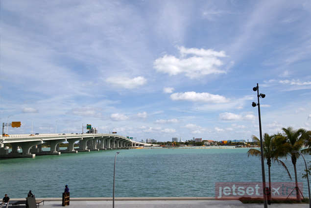 Several bridges cross the Biscayne Bay to connect Miami with Miami Beach
