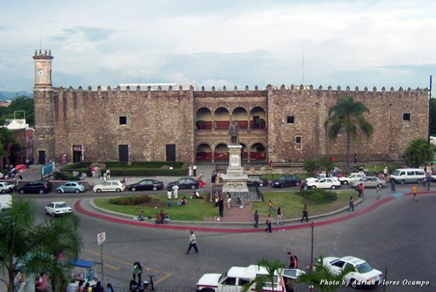 Approaching Cortes Palace