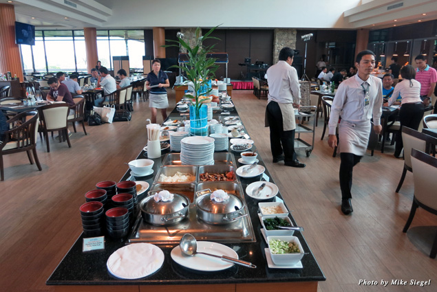 Thai buffet at the Laem Chabang International Country Club