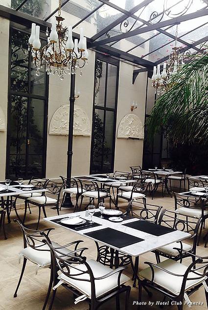 Light-filled breakfast spot in the solarium at Hotel Club Francés
