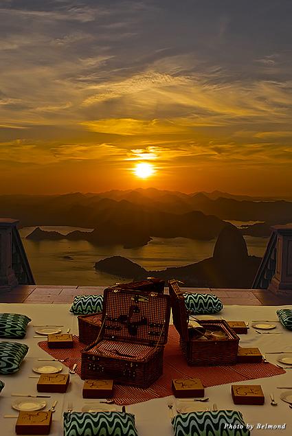 A picnic breakfast atop Corcovado
