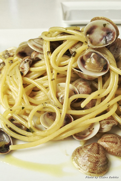 Spaghetti vongole, an Italian spaghetti dish with clams