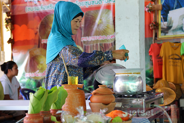 A woman in the Ban Nam Chiao community prepares for a cooking demonstration
