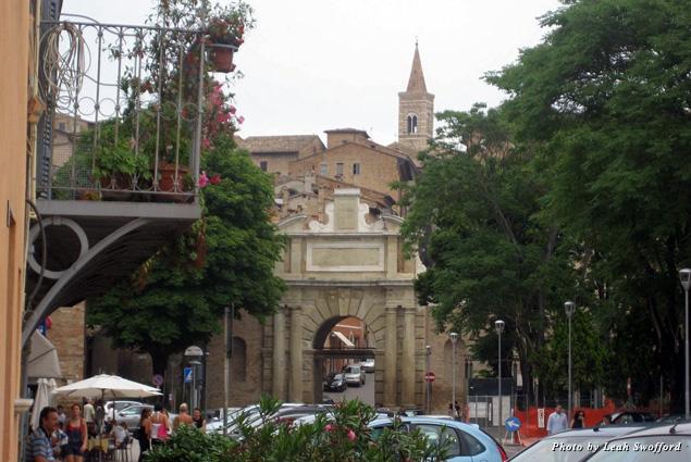 Porta Nuova entrance to the walled city of Urbino