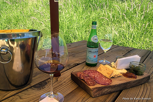 Wine and charcuterie, a winning combination at Sokol Blossor