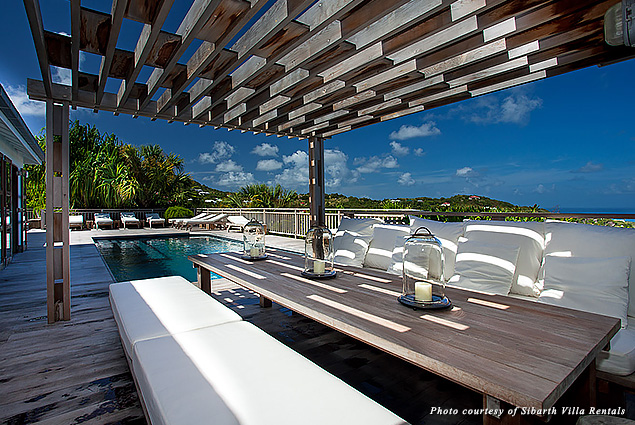 Beach chic décor on Villa Bibi's pool deck