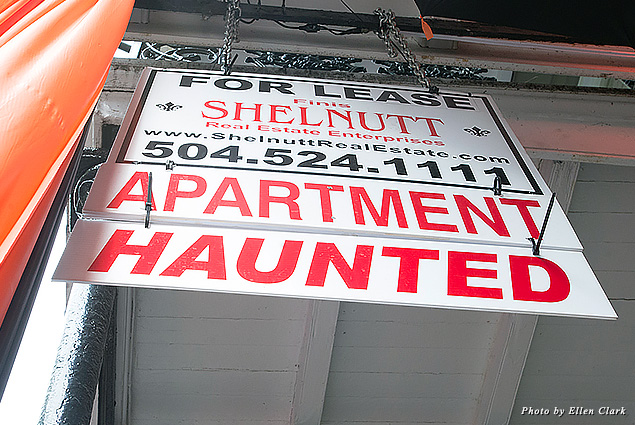 Signage for a haunted apartment, for which you pay extra in New Orleans